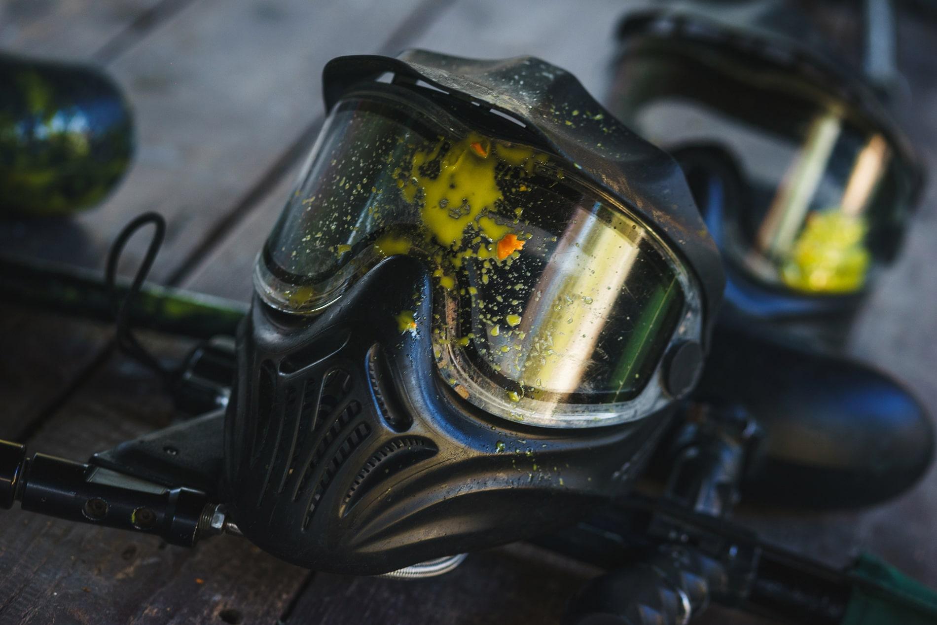 Paintballmaske angeschlagen